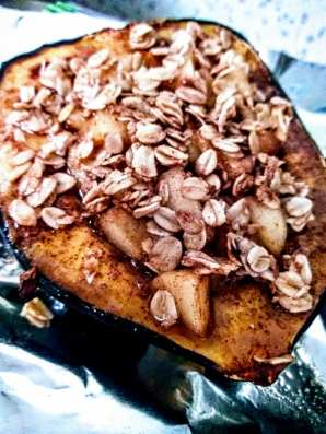 acorn squash stuffed with apples and oats