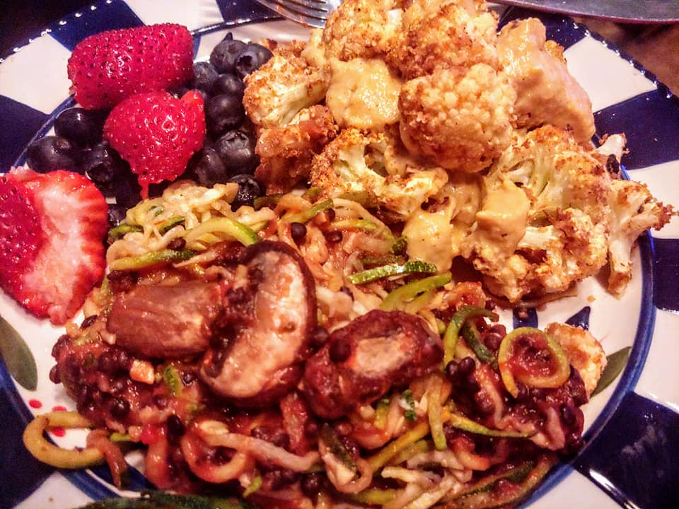 Air Fried Cauliflower zoodles with lentils and mushrooms berries